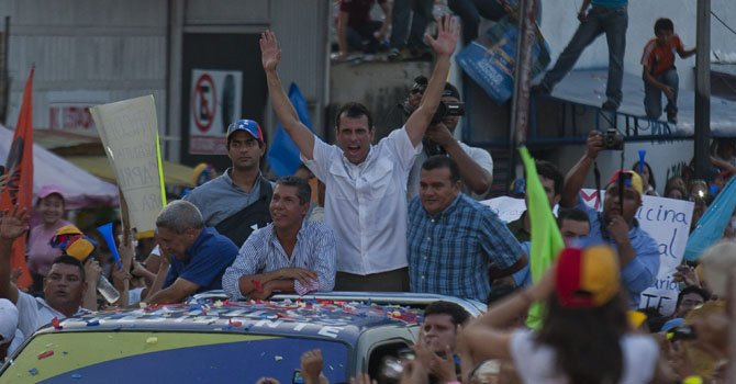 Capriles predice que vencerá a Maduro con votos chavistas