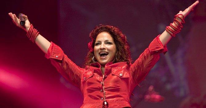 Gloria Estefan canta en cinco idiomas
