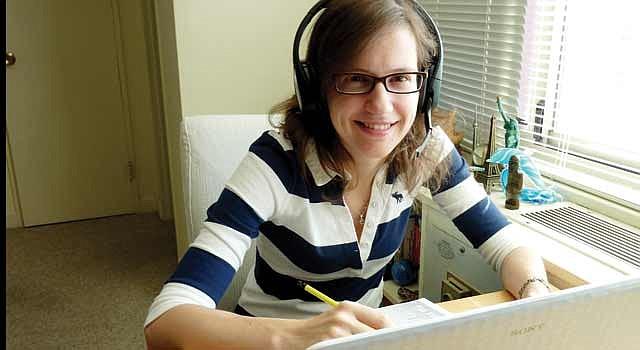 EN DOS CONTINENTES. Andrea Nicolini hace un curso en Salamanca, España, desde su casa de Rosslyn, Virginia.