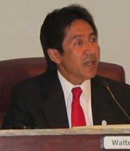 Walter Tejada, presidente de la Junta de Gobierno de Arlington.