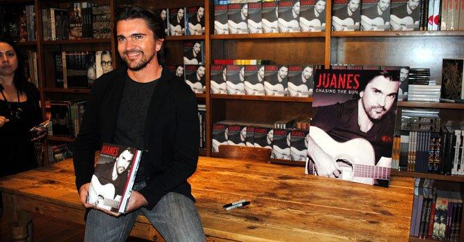 Juanes de gira promocionando su libro