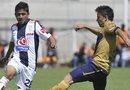 En la imagen, el jugador de Pumas Efraín Valverde (Decha.) disputa el balón con Julio Gómez, del Pachuca, en un partido por la jornada 13 del Torneo Apertura 2013.