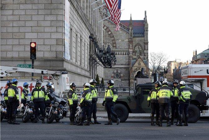 La Policía redobló la seguridad en las calles aledañas a donde ocurrieron las explosiones el 15 de abril.