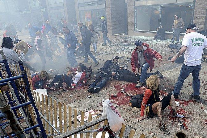 Varias personas cayeron al suelo por la fuerza de las explosiones del 15 de abril.