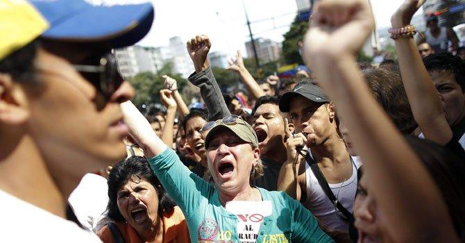 Cacerolazo y protestas tras la proclamación de Maduro