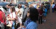La fila de venezolanos que esperaban su turno para comprar en Antojitos de tu País, el domingo 14 de abril en Washington, DC.
