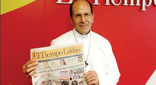 MISIÓN. El padre Alejandro Solalinde en El Tiempo Latino, el viernes 19 de abril. Aboga por los migrantes desprotegidos y ha enfrentado a los cárteles.