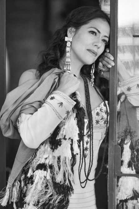 Lila Downs se presenta en Hylton Performing Arts Ctr., Manassas, Virginia el 5 de mayo.