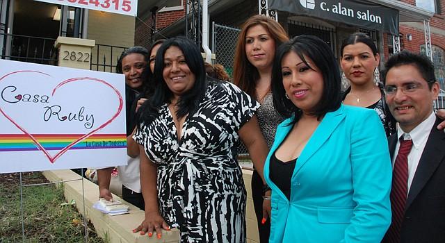 Ruby Corado (izq.) abrió las puertas de Casa Ruby el 6 de junio de 2012, en la calle Georgia, al noroeste de DC.