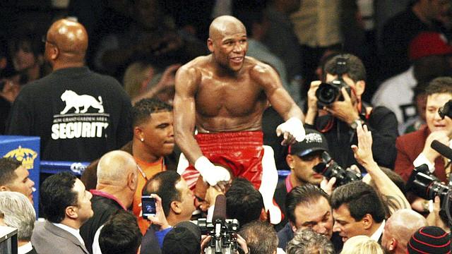 """El estadounidense Floyd Mayweather Jr. llegó ante el """"Canelo"""" Álvarez a 45 victorias invicto confirmando que es el mejor boxeador libra por libra de la actualidad."""