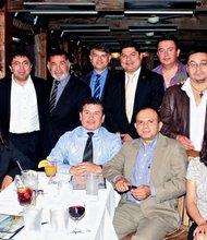 VISITA. De izq. a der. Arnoldo Jiménez, José Méndez, Jorge Daboub, Luis Cardenal, José Yanes, y Javier Simán, el 14 de mayo.