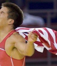 Henry Cejudo cuando ganó la medalla de oro en los Juegos Olímpicos de Beijing en 2008.