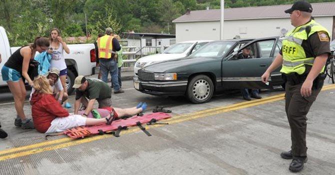 Vehículo embiste desfile en Virginia, hay 60 heridos