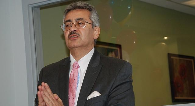 FIGURA. El puertorriqueño Ángel Luis Irene en una foto de archivo de noviembre de 2012, en el edificio de viviendas de Vida Senior Centers de DC.