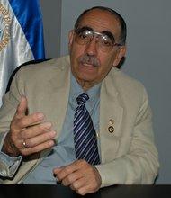 El embajador de El Salvador, Rubén Zamora. La embajada y el consulado preparan un plan para reinscribir a miles de compatriotas al TPS.