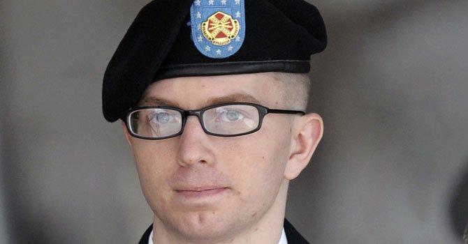 Reducen sentencia de Manning a 90 años de cárcel