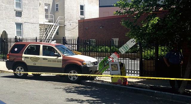 Así quedó el taxi de Solomon Okoroh, de 57 años, quien murió al recibir varios disparos durante un robo en DC.