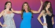 Sofía Vergara, en el centro, devela sus figuras de cera en el museo Madame Tussauds de Nueva York, el martes 4 de junio del 2013.
