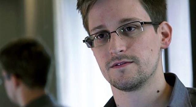 Esta foto suministrada por el periódico The Guardian en Londres muestra a Edward Snowden, a quien identifica como la fuente de sus informes sobre programas secretos de inteligencia nacional en Estados Unidos.