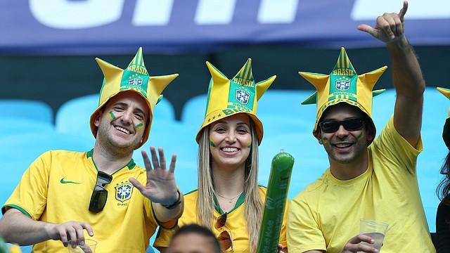 Los aficionados brasileños y de los países latinoamericanos han llenado los estadios y las calles de Brasil en apoyo a las selecciones del continente.
