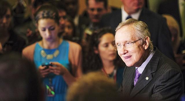 SATISFACCIÓN. El líder de la mayoría en el Senado, Harry Reid, demócrata por Nevada, durante una conferencia de prensa tras el voto del martes 11.