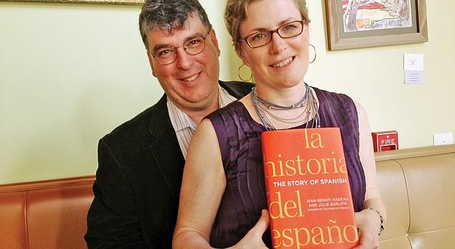 AUTORES. Jean Benoit-Nadeau y Julie Barlow en el café Busboys & Poets, en DC, el 22 de mayo.