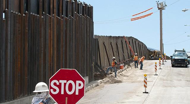 Un acuerdo bipartidista condicionaría la refomra migratoria a la construcción de 700 millas más de la valla fronteriza.