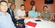 ENCUENTRO. Un grupo de residentes, negociantes y profesionales en Frederick se reúnen el 10 en el restaurante Mexical Cantina para hablar del tema.