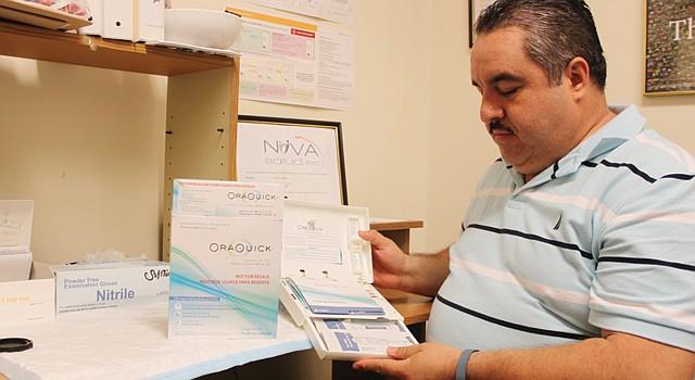 LISTO. Ignacio Aguirre, coordinador de pruebas de VIH de NOVA Salud..