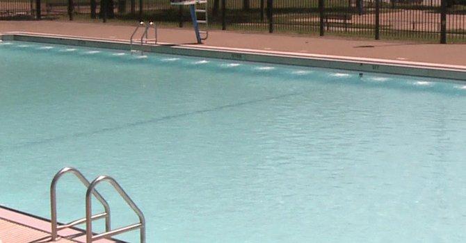 MD: joven se ahoga en piscina pública a la noche