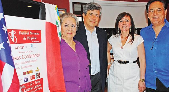 ANUNCIO. De izq a der. la organizadora del festival, Isolina Campos; el cónsul de Perú, César Jordán; Rossana Mahr y Ricardo Villanueva, el 1, en Arlington.