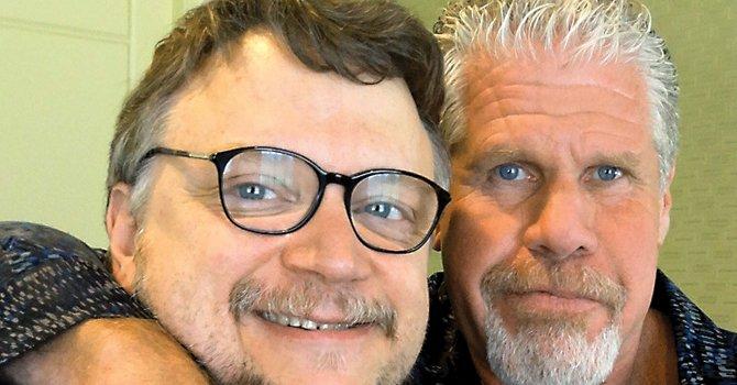 DOS. El director Guillermo del Toro (izq.) y el actor Ron Perlman.