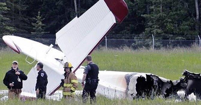 EE.UU: Avión cae sobre casas