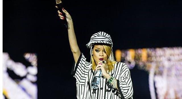 Rihanna canta en el Festival de Roskilde, en Roskilde, Dinamarca, el viernes 5 de julio del 2013.