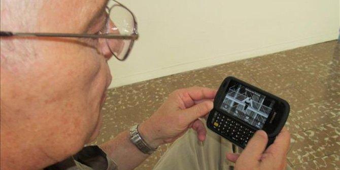 Celulares ayudan a reducir brecha digital entre hispanos en California
