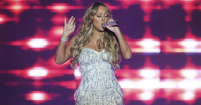 A los 48 años, Mariah Carey causa revuelo con fotos en diminuto bikini
