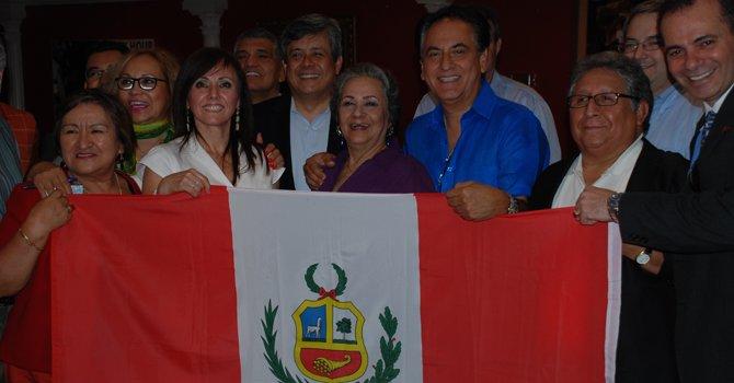 Los peruanos listos para celebrar su Independencia
