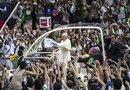 El recorrido en papamóvil por el centro no estaba previsto en la agenda oficial del Pontífice pero el Vaticano anunció el viernes que el deseo de Papa Francisco era saludar a la población desde su primer día en Río de Janeiro.