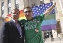 Las parejas homosexuales legalmente casadas pueden realizar trámites de inmigración así vivan en estados donde estas uniones no son reconocidas.