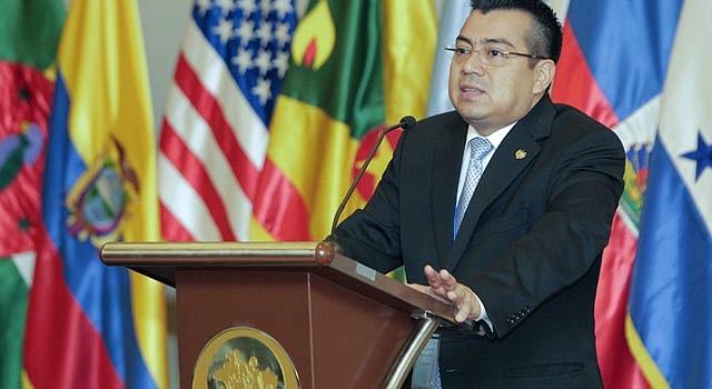 El Salvador y México firman convenio para mejorar la seguridad social. En la imagen, el director del Instituto Salvadoreño de Seguro Social (ISSS), Leonel Flores.
