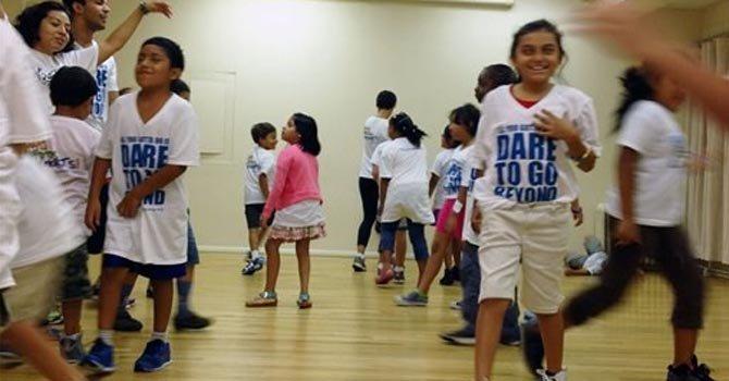 Niños latinos aprenden teatro en Broadway
