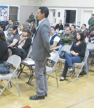 Aspecto de un foro comunitario promovido en San Ysidro por la Patrulla Fronteriza, Sector San Diego.