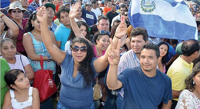 ALEGRÍA. Salvadoreños del área metropolitana celebrarán la fecha al aire libre como en años anteriores.