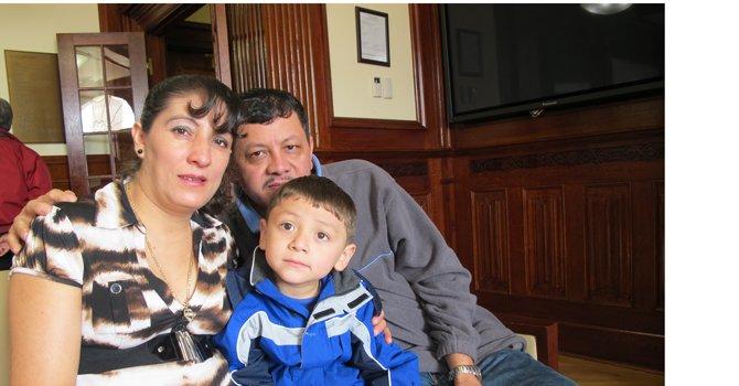 Corte falla a favor de inmigrante salvadoreña