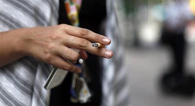 Ya hay más de 2.600 prohibiciones de fumar en espacios públicos en todo el país, indican oficiales de salud.