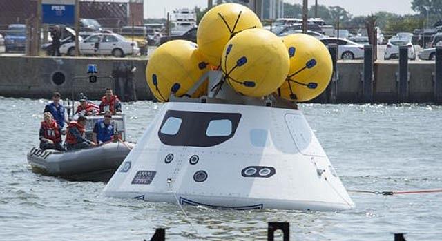 La práctica para entrenar a rescatistas que ayuden a astronautas que en el futuro vuelvan del cosmos.