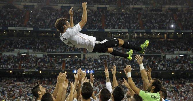 Despedida de héroe para Raúl en el Bernabéu