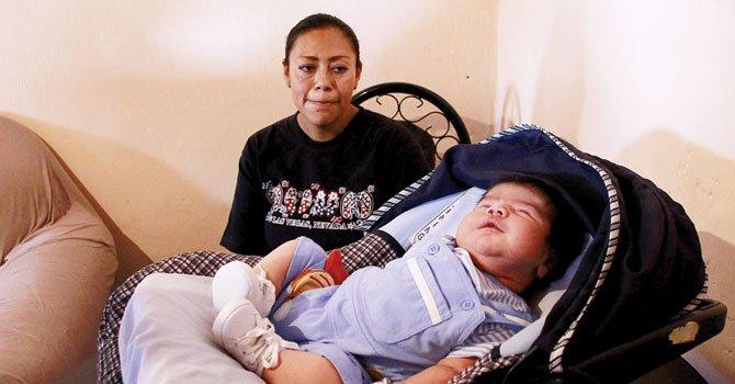 Nace bebé gigante en México