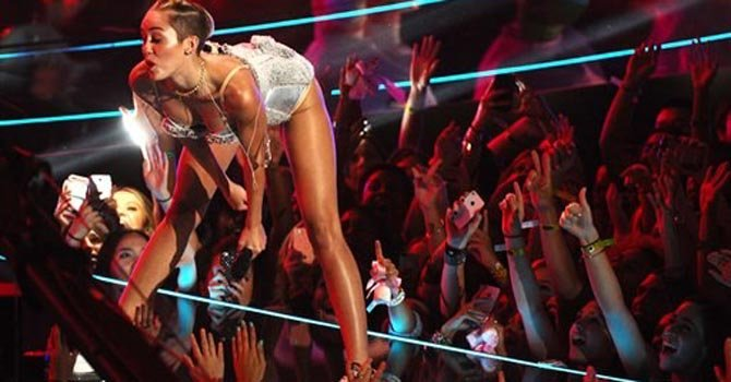 Miley Cyrus sigue hospitalizada