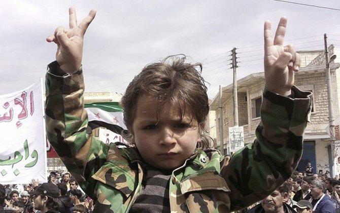 """El origen del conflicto sirio hizo eclosión en 2011 durante el movimiento conocido como """"Primavera Árabe"""". Y surgió de la oposición al presidente Bashar al Assad, quien gobierna el país desde 2000. Heredó el poder de su padre Hafez, quien dirigió ese estado durante 30 años. Son de la rama chiita del Islam."""